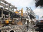 Bangunan Matahari Mall Mulai Dirobohkan