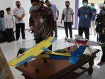 Gus Yasin Apresiasi Pesawat Aeromodeling Karya Santri