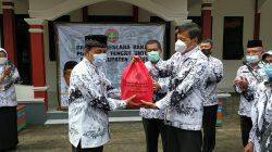PGRI Jateng Serahkan Bantuan Kepada Guru Terdampak Banjir