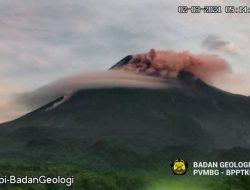 Gunung Merapi Luncurkan Awan Panas Sejauh 700 Meter