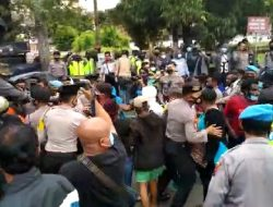 Langgar Prokes, Polisi Bubarkan Unjuk Rasa Puluhan Mahasiswa Papua