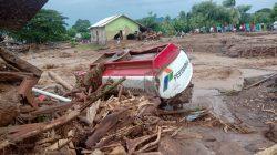 banjir bandang di Desa Waiburak