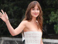 Dakota Johnson Akan Bintangi Film Netflix Persuasion