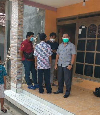 Pihak Kepolisian saat melaksanakan gelar TKP di rumah HKN (16) warga Desa Kedungdowo