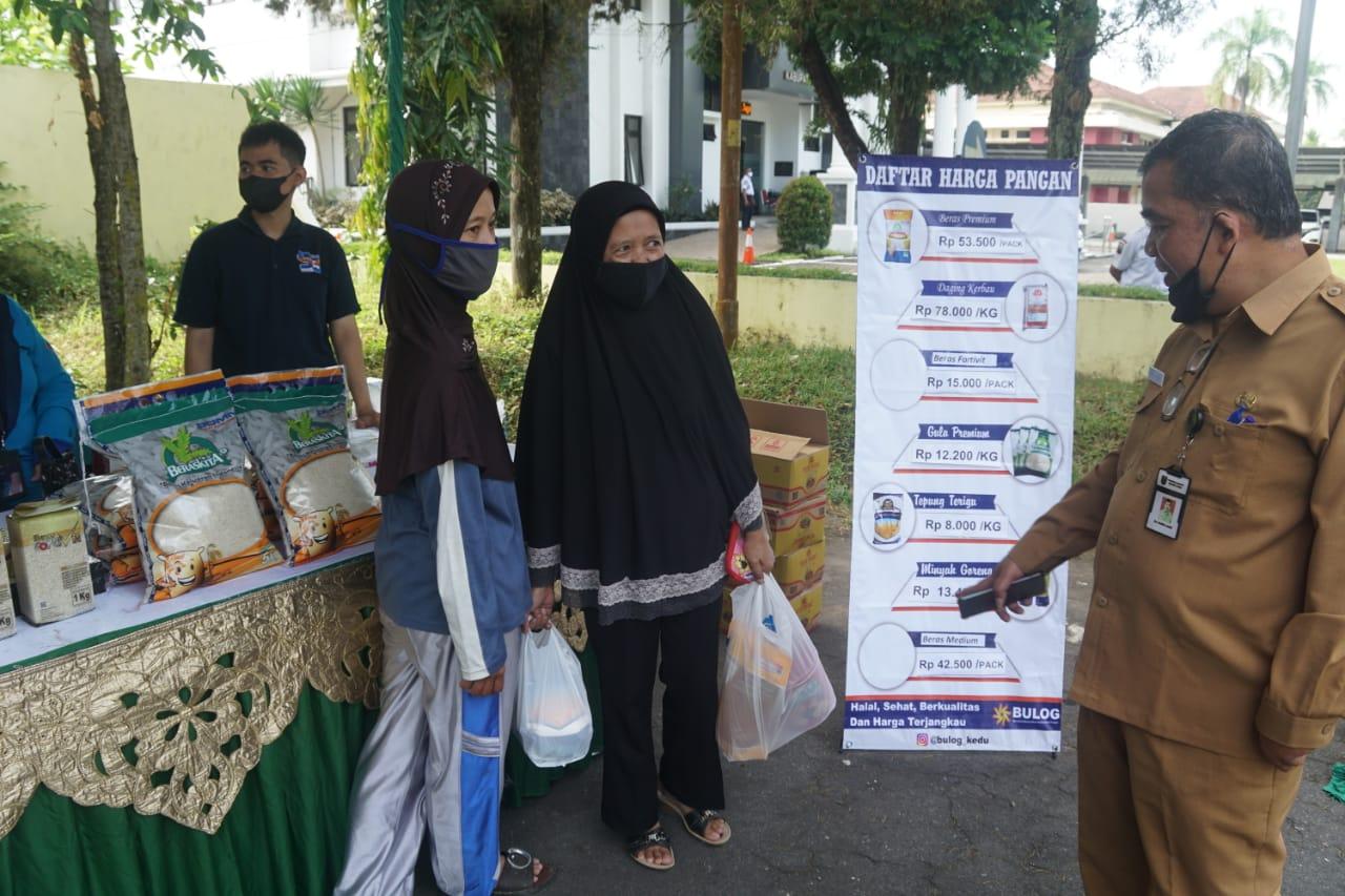 pasar murah yang digelar oleh Pemerintah Kabupaten Magelang