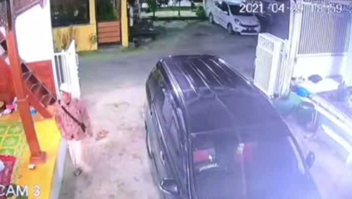 Pencuri di pondok Al Hidayat Lasem tertangkap CCTV.