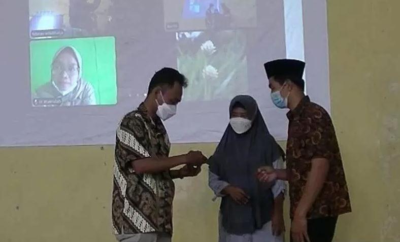 lamaran secara virtual di Desa Lungge, Kabupaten Temanggung