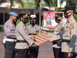 Kapolresta Banyumas Beri Penghargaan Untuk Polisi