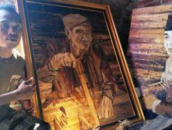 Ciptakan Lukisan dari Pelepah Pisang