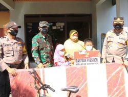 Datangi Rumah Ghifari, Kapolres Sukoharjo Sampaikan Bantuan Tabungan Pendidikan Dari Presiden