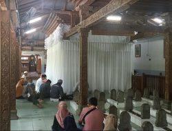 Masjid Sunan Muria, Wisata Religi di Puncak