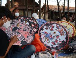 Dongkrak Pengunjung, Gelar Festival Payung Batik
